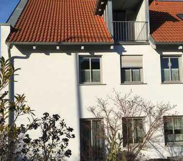 Modernisierte 2,5-Zimmer-Dachgeschosswohnung mit Balkon und EBK in Nordheim am Main