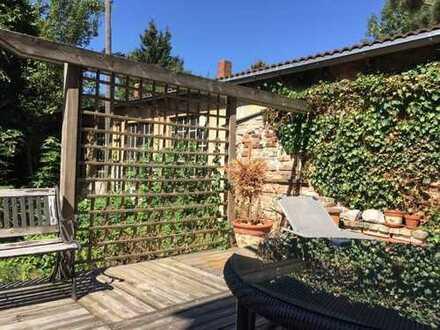 Schicke 2,5-Zimmer-Wohnung mit EBK, Ankleide, großer Terrasse, Garten und Blick ins Grüne