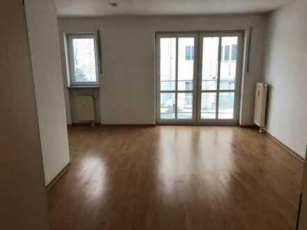 Wunderbare helle 2-Zimmer-Wohnung mit Balkon und EBK in Coswig