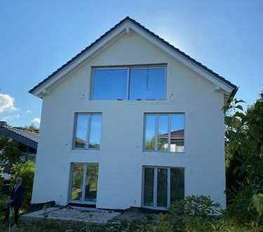 NATUR PUR * Familiengerechte 4-Zimmerwohnung mit eigenem Garten im Villenwohngebiet von WI- Naurod