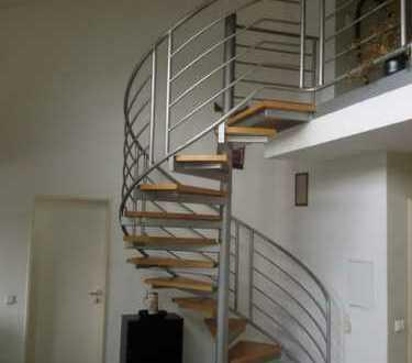 Stilvolle, gepflegte 2,5-Zimmer-Galerie-Wohnung mit Whirlpool in Bremen