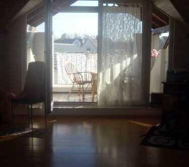 Herrliches Zimmer in lichtdurchfluteter Dachgeschosswohnung