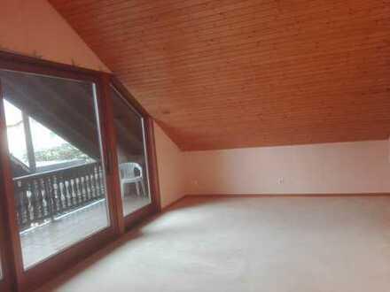 Erstbezug nach Sanierung mit Balkon: preiswerte 2-Zimmer-Dachgeschosswohnung in Haiger-Fellerdillen