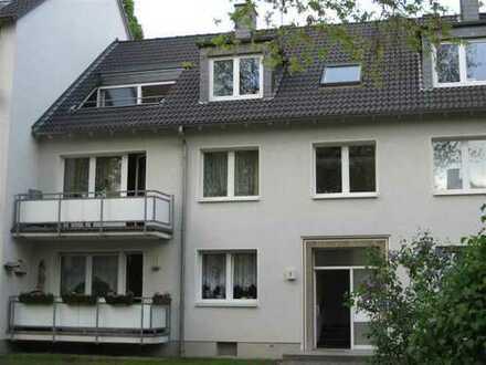 Provisionsfrei ! Zentrale 2-Zimmer Dachgeschosswohnung mit Dachterasse/Balkon an der Museumsmeile