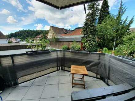 Zentrale, helle 3 Zimmer Wohnung mit Balkon