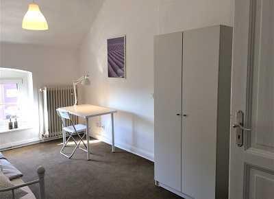 Schöne Altbauwohnung Nähe Uni mit 5 Zimmern und 2 Bädern ideal für WG
