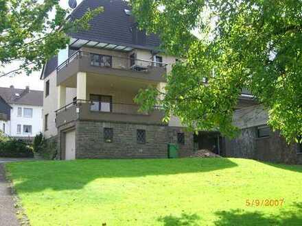 Stadtnahe, Wohlfühlwohnung mit Garten! Kontakt zum Vermieter unter 02261 67964