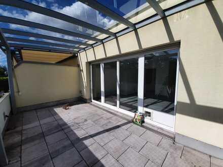 Exklusive, neuwertige 2-Zimmer-DG-Wohnung mit Balkon und EBK in Ingolstadt