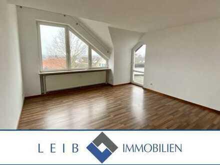 Renovierte 3-Zimmer Dachgeschosswohnung mit Balkon und Garage in Weidach