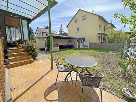 6325 - Attraktive 2,5- oder 3-Zimmerwohnung mit Wintergarten, Terrasse und Garten!