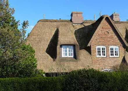 Exklusive Doppelhaushälfte unter Reet