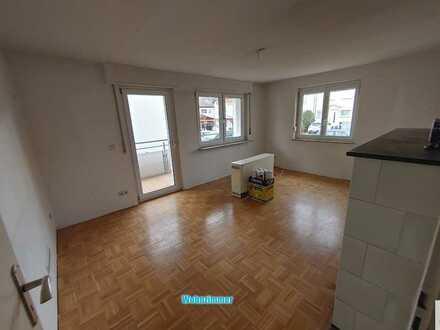 Schöne helle 4 Zi Wohnung mit Balkon in gepflegtem Wohngebiet