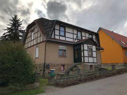 Wohnhaus mit viel Grünfläche !