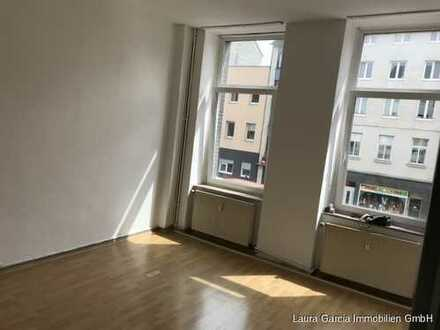 Eine WG-geeignete 2-Zimmer Wohnung/Küche/Diele/Bad in zentraler Lage zu vermieten!