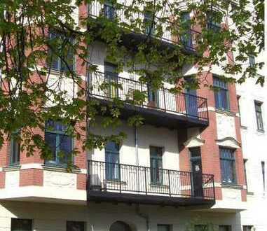Schöne ruhige 2 Zi. Wohnung am Park mit Balkon und Lift, WG geeignet