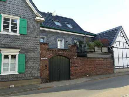 Charmantes Wohnen in einem kernsanierten und denkmalgeschützen Fachwerkhaus!