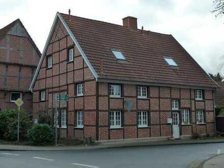 Helle Dachgeschosswohnung in renv. Fachwerkhaus mit Balkon über dem Dächern von Enniger
