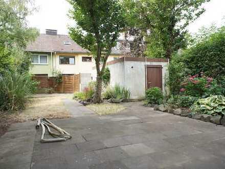 Ostheim:3 Zi. 68m² + 20m² ausbaubar, 3 Fam. Haus, eigener Garten, Wintergarten, Parkett u Garage