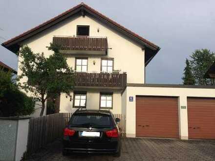 Helle, großzügige 2 Zimmer-DG-Wohnung in ruhiger Lage von Feldmoching - günstige Verkehrsanbindung