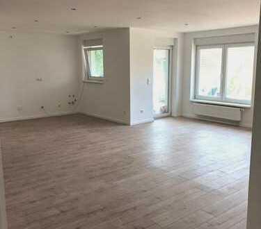 Moderne, 2019 vollsanierte 2-ZKB-Wohnung zu vermieten !!