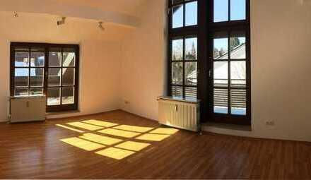 Helle, gepflegte 2-Zimmer-Dachgeschosswohnung m. Balkon u. Dachterrasse in München Perlach/Ramersd.