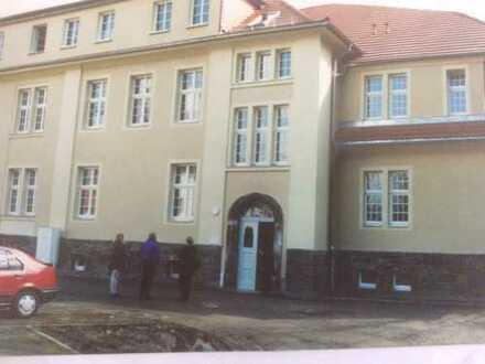 Günstiger als mieten, modernisierte 1-Zimmer-Dachgeschosswohnung mit EBK in Freiberg