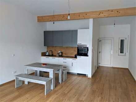 Neuwertige 1-Zimmer-Wohnung mit Balkon und Einbauküche in Deggendorf