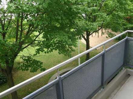 Gepflegte, ruhige, helle Wohnung mit einem Zimmer, Balkon, EBK + TG Stellpl. in Augsburg Haunstetten