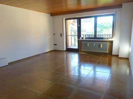 Schön, hell, geräumig: Wohnung (3ZKB, etc.) mit sonnigem Balkon, 1.OG, mit KFZ-Stellplatz, gute Lage