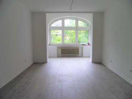 *Helle, großzügige Altbauwohnung mit Balkon zu vermieten*