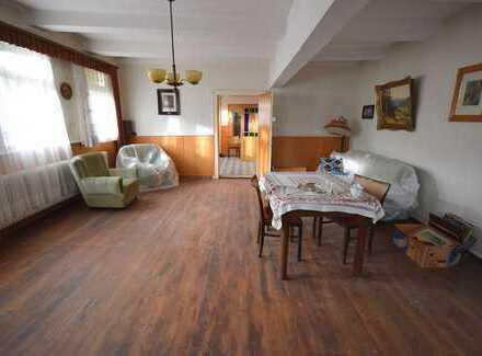 Für Handwerker: Sanierungsbedürftiger Resthof mit Wohnhaus und Scheunen...