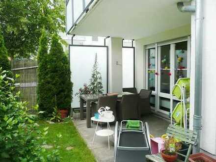 Sonnige 3-Zimmer-EG-Wohnung mit zusätzlichem Hobbyraum, 2 Bädern, Gartenanteil und TG