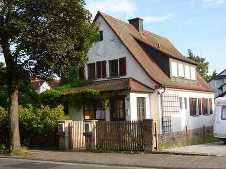 Freundliche Eigentumswohnung und Nebengebäude mit Charme und vielen Möglichkeiten