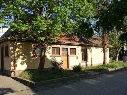 Kleines Haus auf 310 m² Grundstück in HD-Kirchheim
