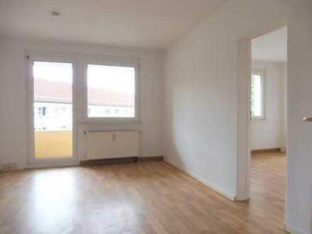 schicke Wohnung mit moderner Einbauküche und Balkon
