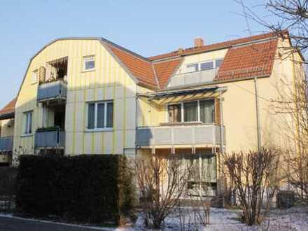 Ruhig und im Grünen! 2-Raum-DG-Wohnung, 61 m², 27m²-Wohnzimmer, Dachterrasse, TG