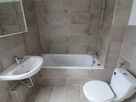 Erstbezug nach Sanierung: Frisch sanierte 4 Zi. Wohnung mit TGL-Bad, Gäste-WC und Garage