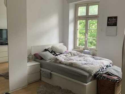 Helle Zwei-Zimmerwohnung mit Blick auf den Neckar