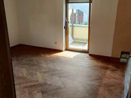 Erstbezug nach Sanierung mit EBK und Balkon: schöne 3-Zimmer-Wohnung in Frickenhausen