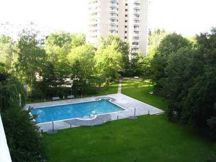 Solln - Single gesucht für möbliertes Appartement mit Balkon_Gartenanlage mit Freibad