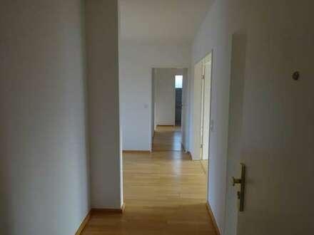Reinkommen und wohlfühlen! Lichtdurchflutete 5 Zimmerwohnung mit Einbauküche