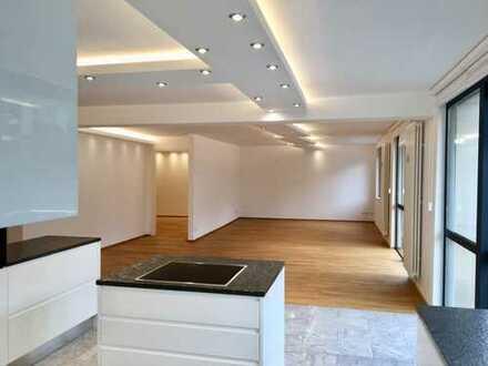 Erstbezug nach Kernsanierung: Exclusive 3 Zimmer-Wohnung mit 2 Balkonen nähe City