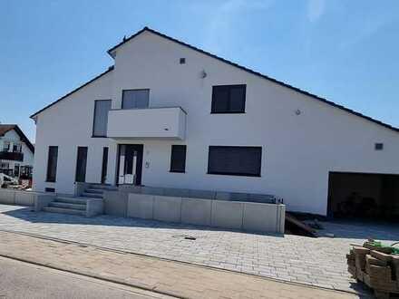 Erstbezug! - Barrierefreies Wohnen auf 135 m² Wohnfl.- Garage, Stellpl., großer Terrasse und Garten