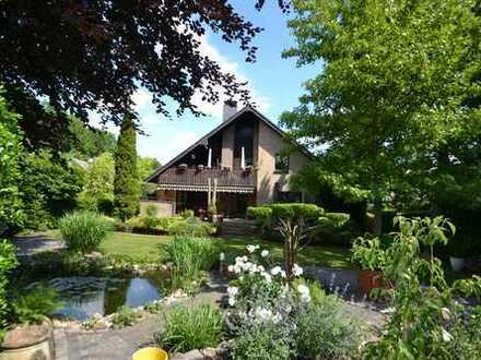 Großartiges Zweifamilienhaus mit Doppelgarage, Keller u. supertollen Garten