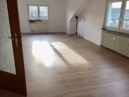 Bad Orb Neuwertige 3-Raum-Dachgeschosswohnung mit Einbauküche in Bad Orb