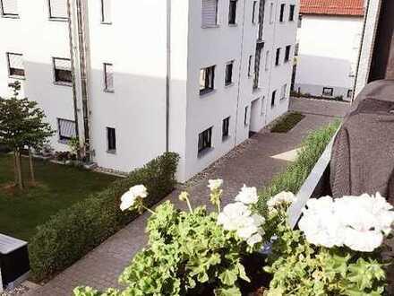 Neuwertige Wohnung mit vier Zimmern sowie Balkon und EBK in Winnenden