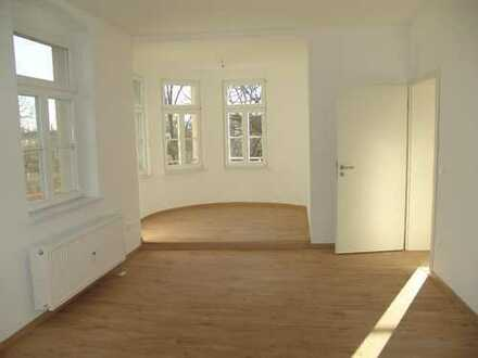 Schicke geräumige 2-R-Wohnung mit großer Küche im Zentrum von Coswig