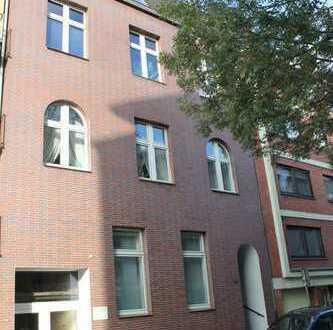Dellviertel - gehegtes, gepflegtes 5-Familienhaus mit Lager und Stellplatz