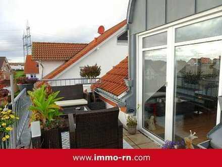 *** Moderne 3 ZKB Dachgeschosswohnung mit sonnigem Balkon und Stellplatz in einem 3 FH ***