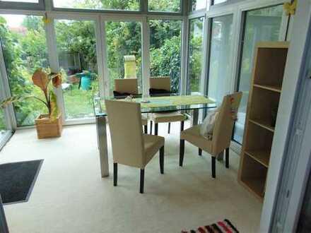 2-Zimmer-Wohnung mit Wintergarten und Terrasse in ruhiger Lage